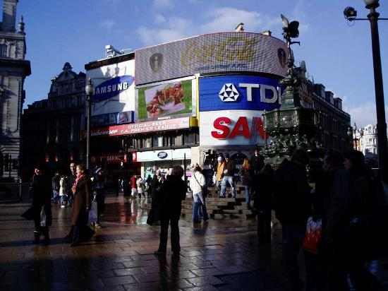London, UK: Piccadilly Circus