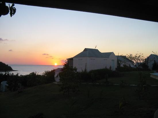 Cocobay Resort: Beautiful sunset viewed from guest room