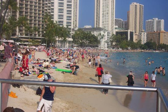 Sheraton Waikiki: beach area outside of hotel