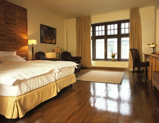 Rembrandt Hotel: a business room