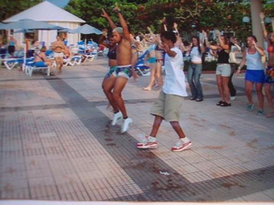 Puerto Plata Village Resort: activities by the pool