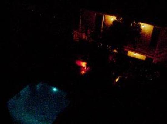 Le Richelieu in the French Quarter: Pool at night in March 2005