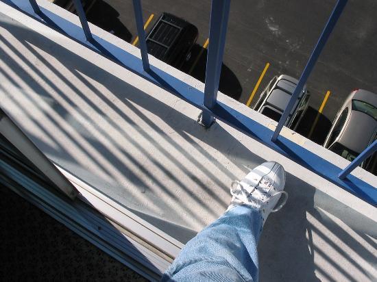 Royal Resort: Careful on the balcony