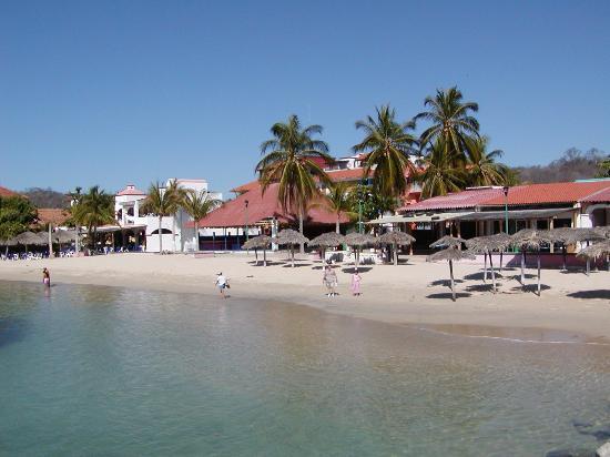 Dreams Huatulco Resort & Spa: Santa Cruz Beach