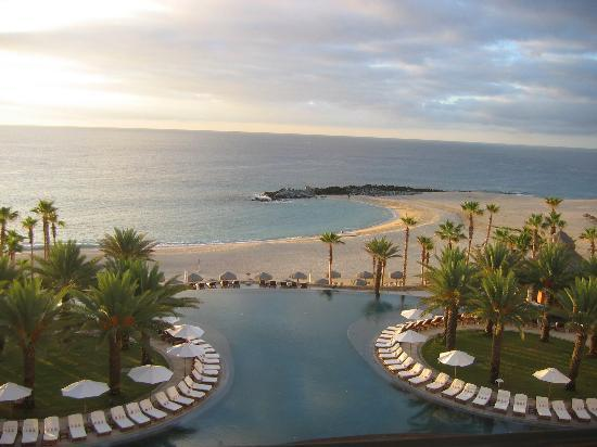 Hilton Los Cabos Beach & Golf Resort: View from our balcony at sunrise