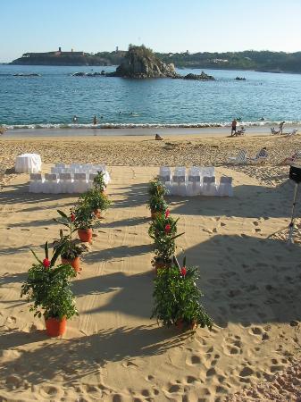 Dreams Huatulco Resort & Spa: Wedding set up at Gala Beach Resort