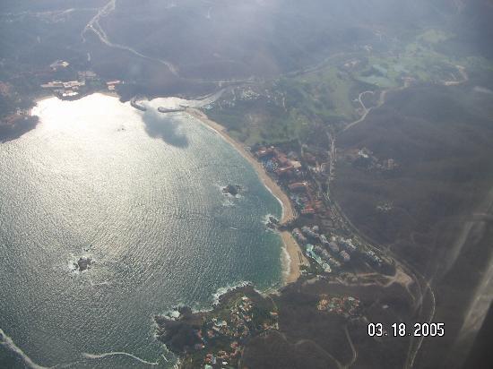 Dreams Huatulco Resort & Spa : Tagolunda Bay from the air