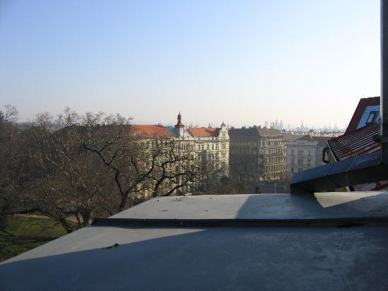 Hotel Kinsky Garden: View from room towards Old Town