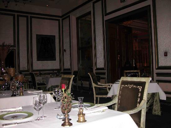 Ciragan Palace Kempinski Istanbul: table Turga restaurant