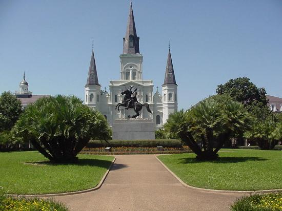 Nouvelle-Orléans, Louisiane : St Louis Cathedral and the hero of The Battle of New Orleans