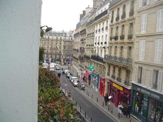 Hotel du Commerce: View DOWN rue de la Montagne St. Genevieve, towards St. Michel and Notre Dame