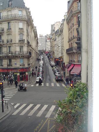 Hotel du Commerce: View up Rue de la Montagne St. Genevieve