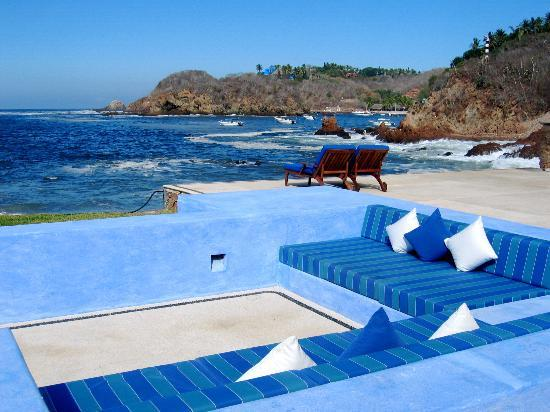 Costa Careyes : Lounge by the beach