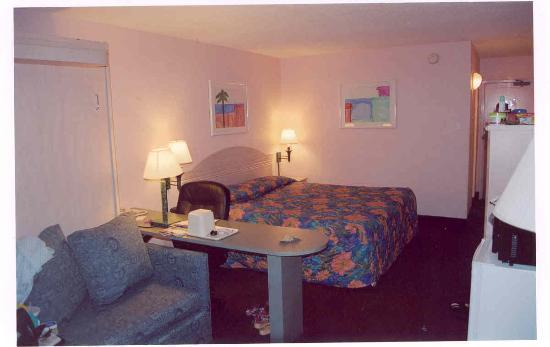 Quality Hotel On the Beach: Room