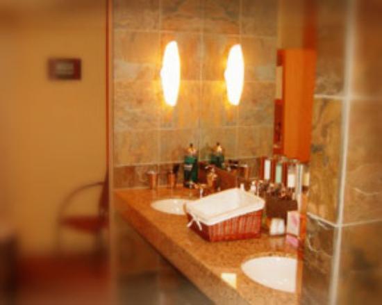 Massage Therapy Center Los Angeles : Men's Locker Room