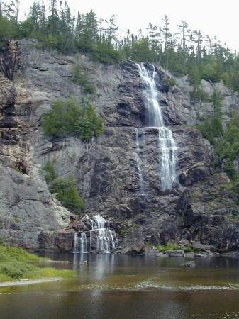 Agawa Canyon Tour Train : Bridal Veil Falls at the park.