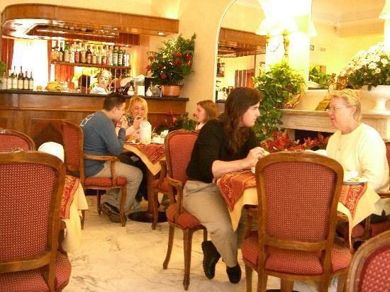 Hotel Goldoni: Breakfast / dining room