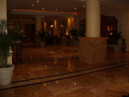 Excellence Riviera Cancun : the entrance lobby