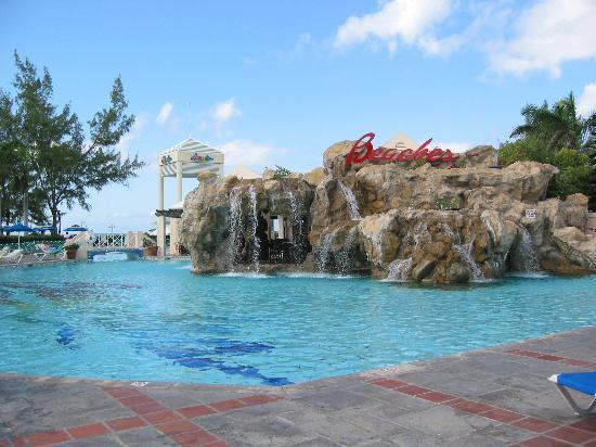 Beaches Turks and Caicos Resort Villages and Spa: Cascade ppol