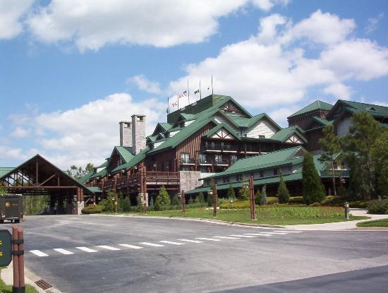 Disney's Wilderness Lodge: Entrance to the Lodge