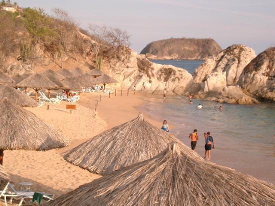 Dreams Huatulco Resort & Spa : Gala Beach - east end