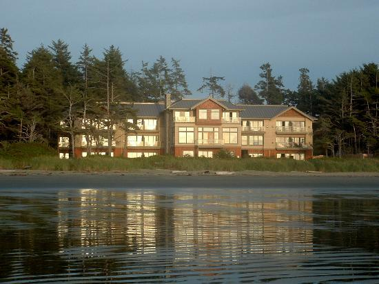 Long Beach Lodge Resort: A view at the hotel from the beach