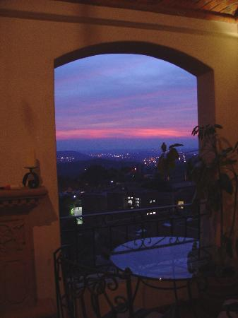 Casa Estrella de la Valenciana : View at night from private outdoor Jacuzzi and wet bar