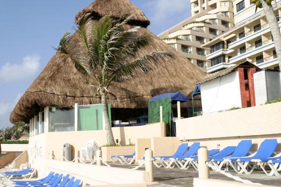 Beach Palace: Back of Hotel