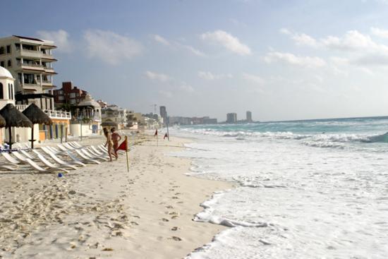 Beach Palace: Beach looking north