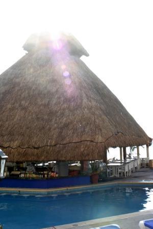 Beach Palace: Pool Bar at Sunrise