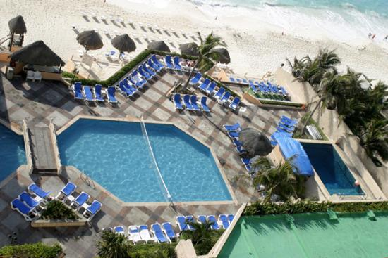 Beach Palace: Pool area from 8th floor room