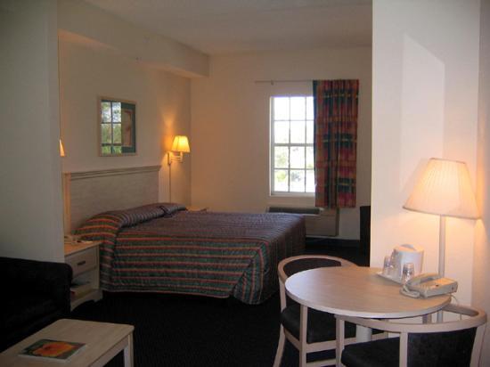 Holiday Inn Express Bonita Springs : spacious room for family
