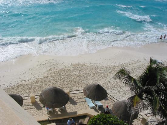 Flamingo Cancun Resort: View from Room 501. Property of jmharn@yahoo.com