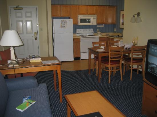Living Room Kitchen Picture Of Residence Inn Anaheim Resort Area Garden Grove Garden Grove