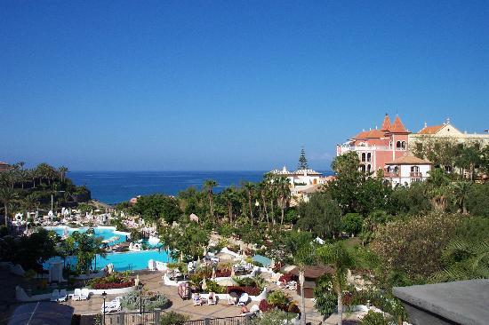 Gran Tacande Wellness & Relax Costa Adeje : view toward beach from above lobby