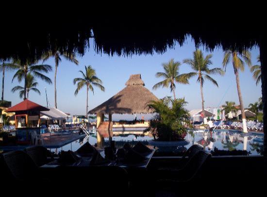 Canto del Sol Plaza Vallarta: Restaurant by the pool