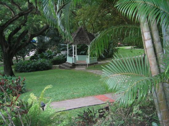 East Winds Inn : Hotel Gardens