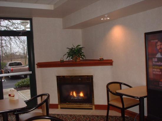 Holiday Inn Express Portland West/Hillsboro: breakfast area very relaxing