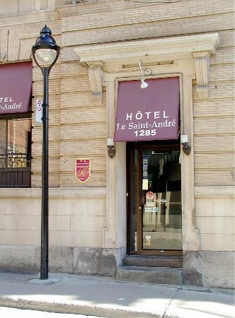 Hotel Le Saint Andre: The hotel entrance