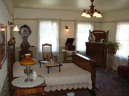Winchester Mystery House: One of the bedrooms
