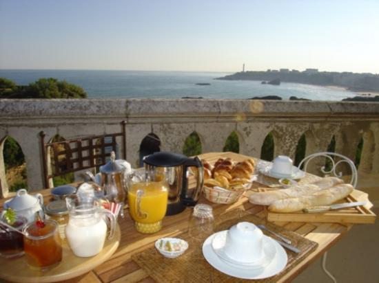 Villa le Goeland: Breakfast