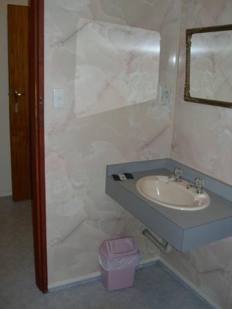 Te Anau Lakeview Holiday Park : bathroom 2