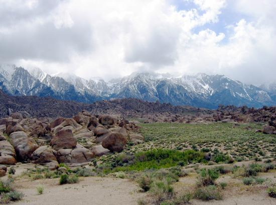 Lone Pine, Kalifornien: Alabama Hills w/Whitney in the background.