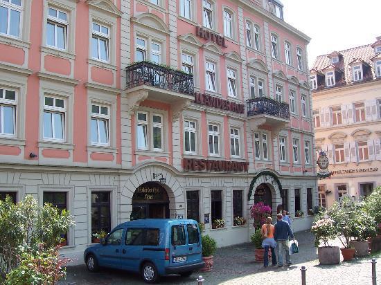 Hotel Hollaender Hof: entrance, bridge is right behind me.....