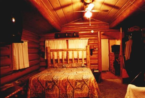 Sleepy Hollow Lodge: Inside of Cabin 3