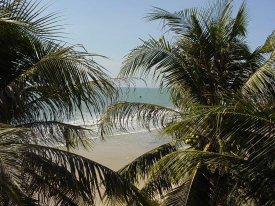 Victoria Phan Thiet Beach Resort & Spa: stairs to the beach