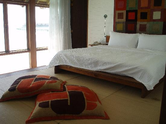 COMO Cocoa Island: Bedroom (most comfortable bed ever!)