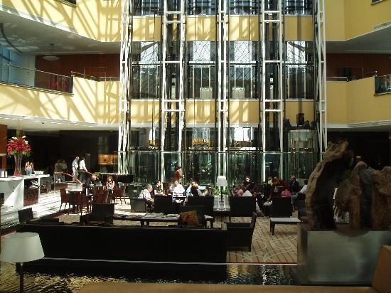 Jumeirah Emirates Towers: Reception