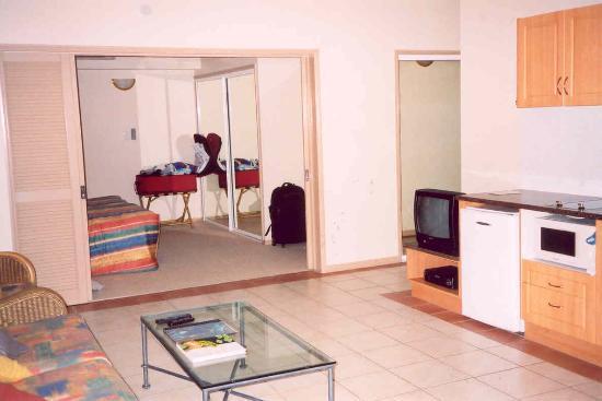 Regal Port Douglas: Main Living Area through to the Bedroom