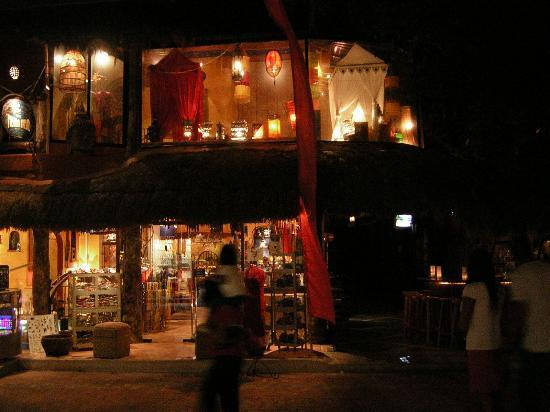 Casa Freud: Front of hotel at night